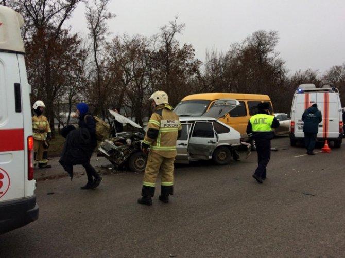 Два человека пострадали в массовом ДТП на трассе Азов – Ростов