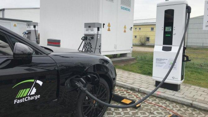 FastCharge Pumps Over 400 kW Of Juice Into Prototype Porsche