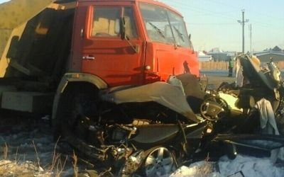 В Орске КамАЗ раздавил легковушку – погиб человек