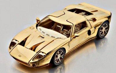 Нааукционе «Сотбис» выставлена золотая копия Ford GT40