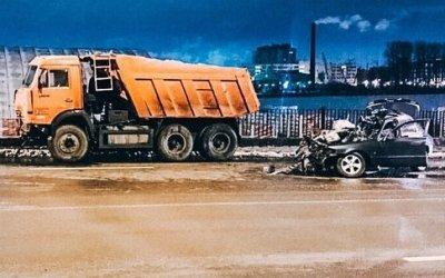 Два человека погибли в ДТП с КамАЗом в Петербурге