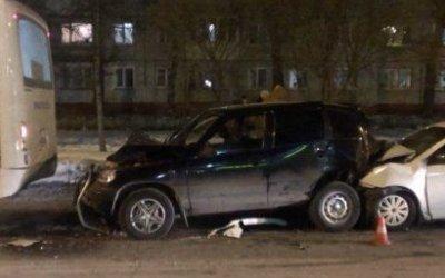 Четыре человека пострадали в массовом ДТП в Омске