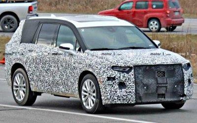 Папарацци тщательно рассмотрели новый кроссовер Cadillac XT6