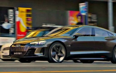 Надороги выехал Audi e-TronGT