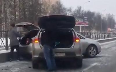 В Петербурге гололед начал провоцировать аварии