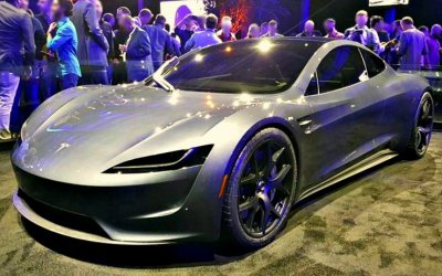 Tesla возобновляет производство модели Roadster