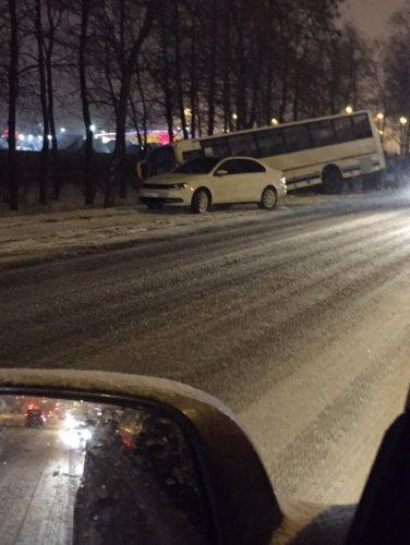 Два человека пострадали в ДТП с автобусом на Таллинском шоссе  (1)