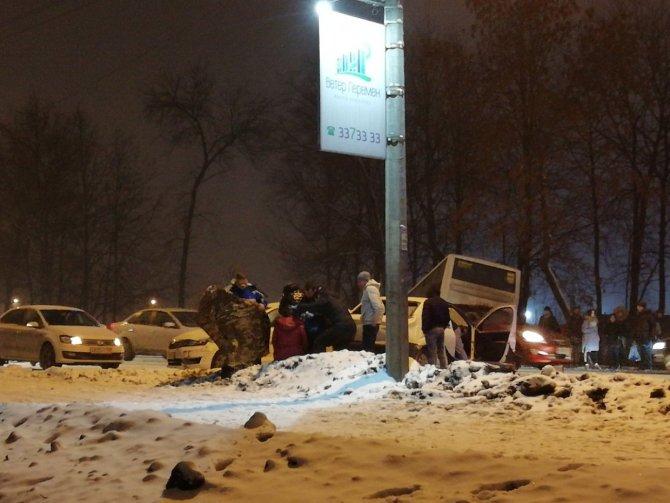 Два человека пострадали в ДТП с автобусом на Таллинском шоссе  (2)