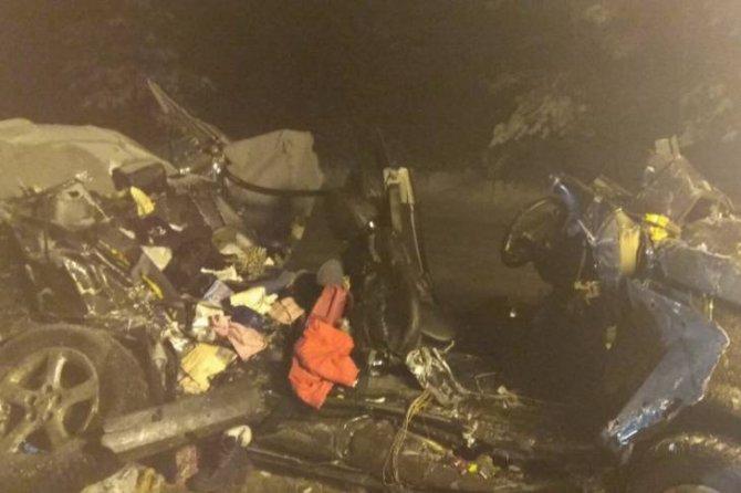 В Брянской области в ДТП с фурой погибли родители 6-летней девочки (2)