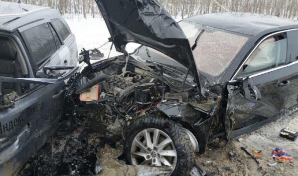 Три человека пострадали в массовом ДТП под Воронежем