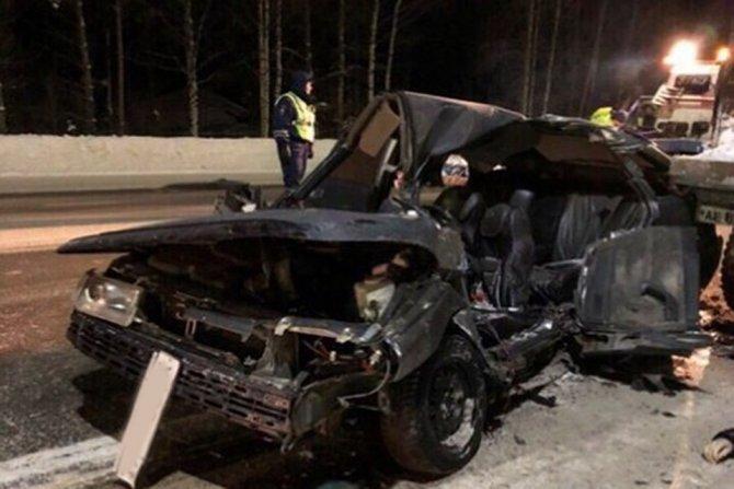 Два человека погибли в ДТП с лесовозом под Кировом