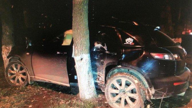 В Краснодаре водитель иномарки сбежал с места ДТП, бросив раненых пассажирок (2)