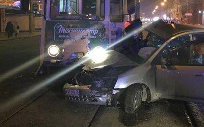 Женщина-водитель погибла в ДТП с трамваем в Иркутске