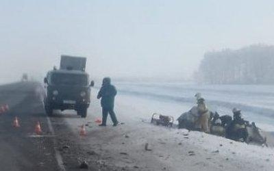 Водитель ВАЗа погиб в ДТП с фурой в Омской области