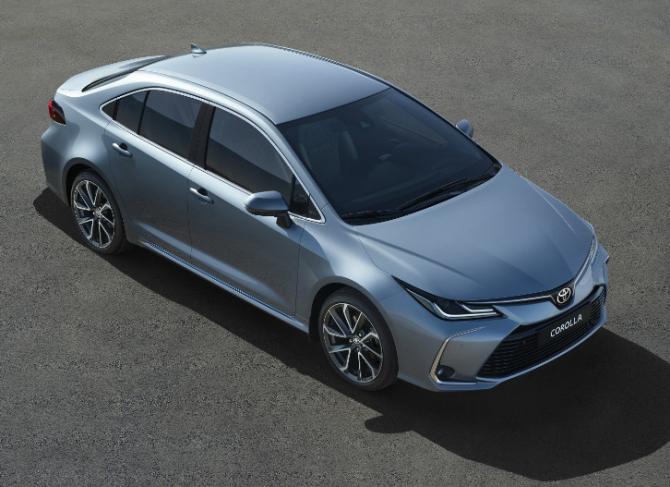 Toyota начала выпуск новых седанов Corolla для России