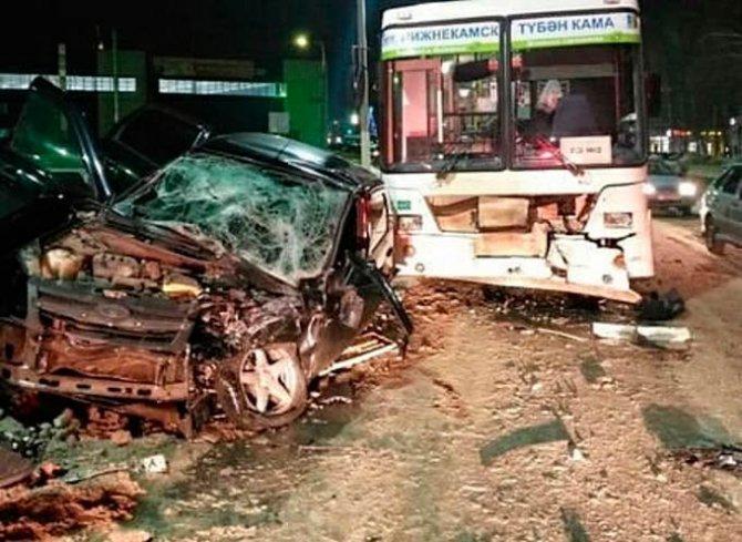 Три человека пострадали в ДТП с автобусом в Нижнекамске
