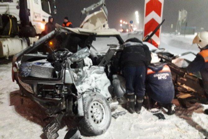 В Татарстане в ДТП с КамАЗом погибли четыре человека (1)