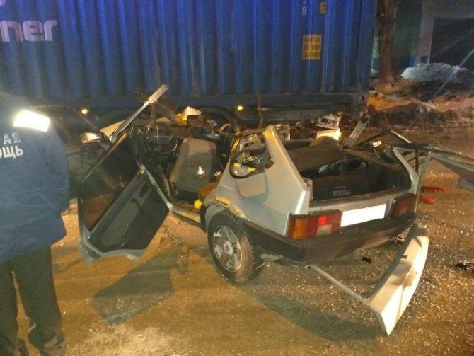 В ДТП с фурой в Новосибирске погибли три человека (1)
