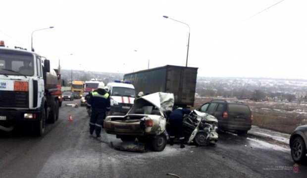Два человека погибли в ДТП с фурой в Волгограде (2)