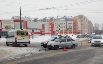 Пассажирка маршрутки пострадала в ДТП в Йошкар-Оле