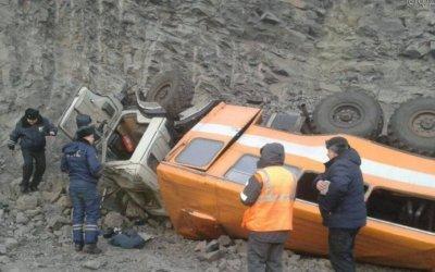 В Кемеровской области 6 человек погибло в результате падения вахтового автобуса в обрыв