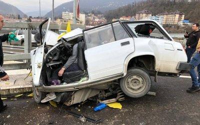 В Сочи ВАЗ врезался в забор – водитель погиб