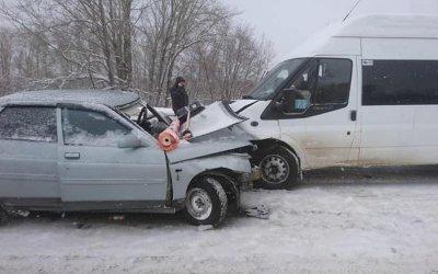 Под Уфой в ДТП с микроавтобусом пострадал человек