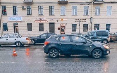 В Петербурге иномарка сбила подростка, перебегавшего дорогу