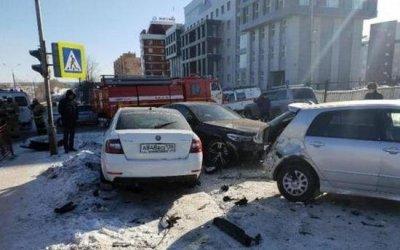 Два человека пострадали в массовом ДТП в Иркутске