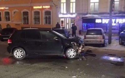 Два человека пострадали в ДТП в центре Саратова