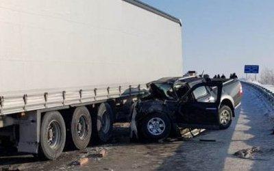 В ДТП с грузовиком вСургутском районе погиб водитель иномарки