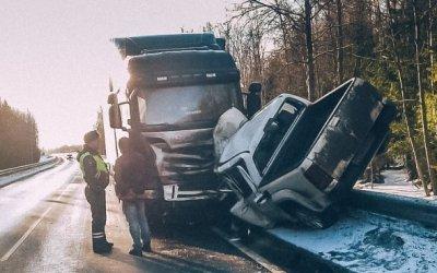 Водитель пикапа погиб в ДТП с фурой в Ленобласти