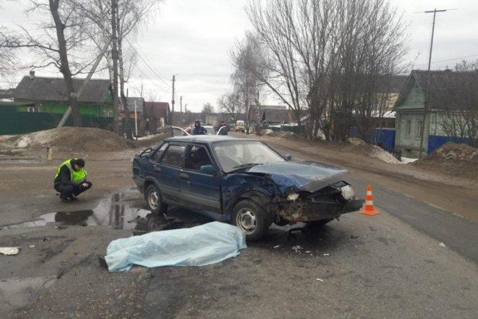 Водитель ВАЗа погиб в ДТП под Тверью