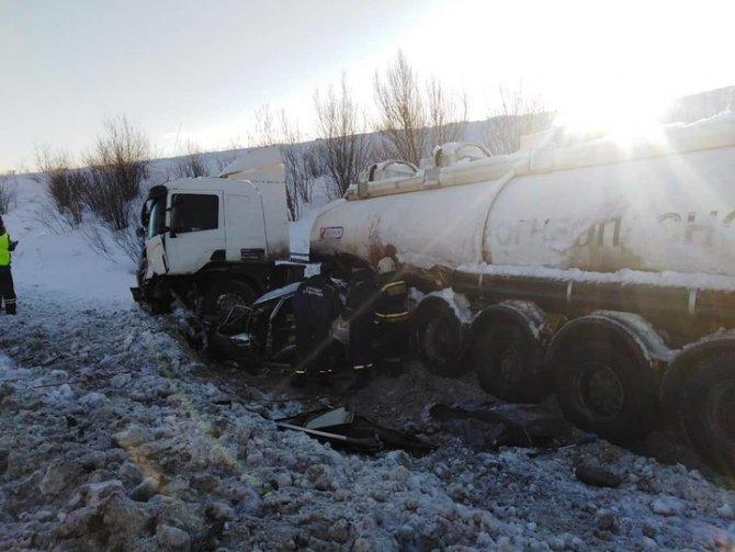 Два человека погибли в ДТП с бензовозом в Чувашии (2)