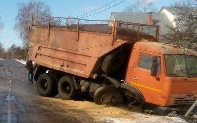 Женщина погибла в ДТП с КамАЗом в Тверской области