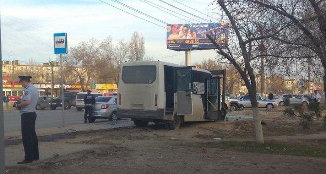 В Волгограде маршрутка насмерть била пешехода на тротуаре (1)