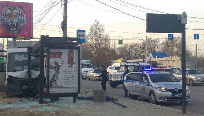 В Волгограде маршрутка насмерть била пешехода на тротуаре (2)