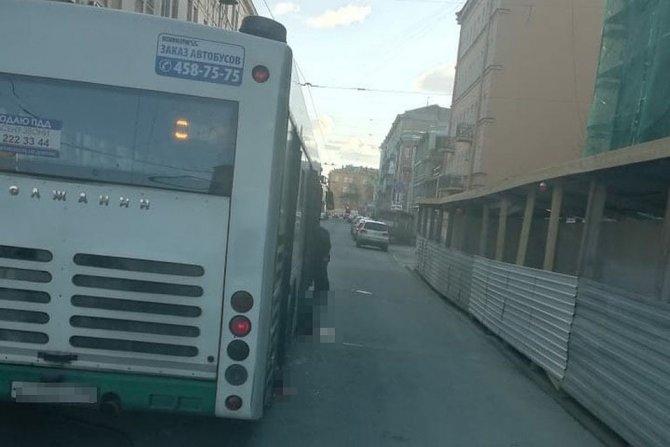 В Петербурге автобус задавил пешехода