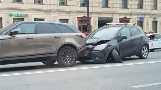Четыре автомобиля столкнулись на Невском