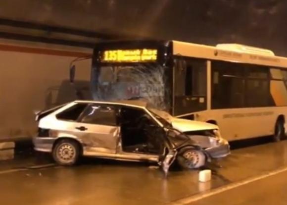 В Сочи в ДТП с автобусом погиб человек