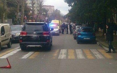 В Сочи иномарка сбила девочку на переходе