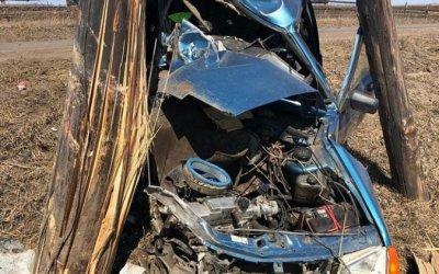 Под Иркутском ВАЗ врезался в столб – водитель погиб