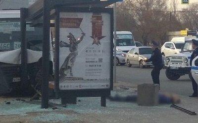 В Волгограде маршрутка насмерть била пешехода на тротуаре