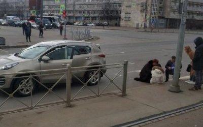 В Петербурге иномарка сбила девушку