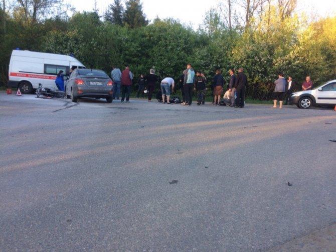Мотоциклист с пассажиркой пострадали в ДТП в Ленобласти