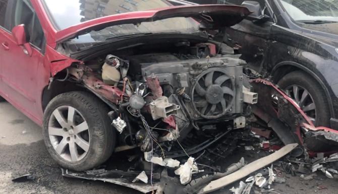 ДТП 25 мая Ауди протаранила припаркованные авто