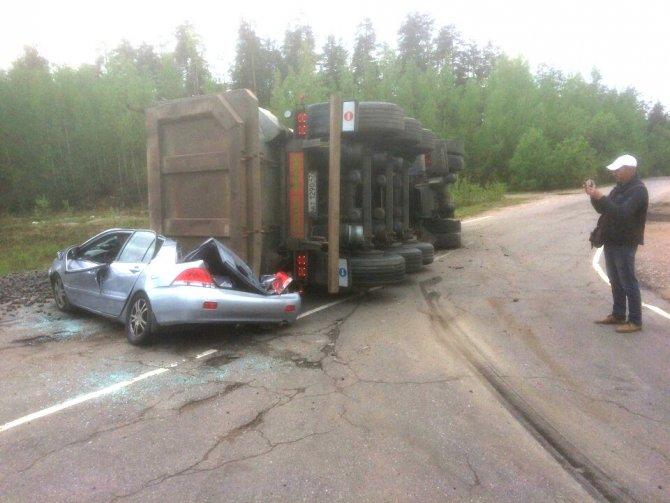 На «Скандинавии» грузовик раздавил легковушку (3)