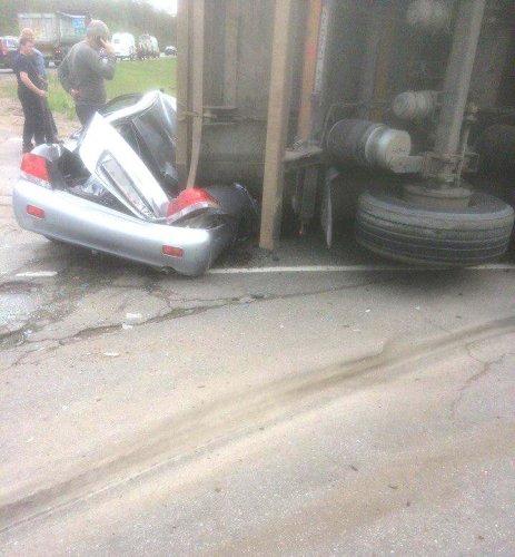 На «Скандинавии» грузовик раздавил легковушку (2)