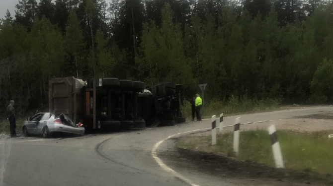 На «Скандинавии» грузовик раздавил легковушку (1)