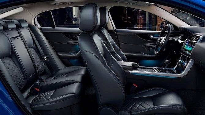 Jaguar XE салон